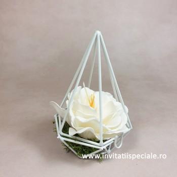 Piramida Metal cu Floare Sapun